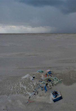 Strandafval visnet enz. Foto Koos Dijksterhuis